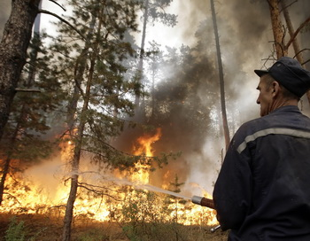 A Russian tries to stop fire near the vi